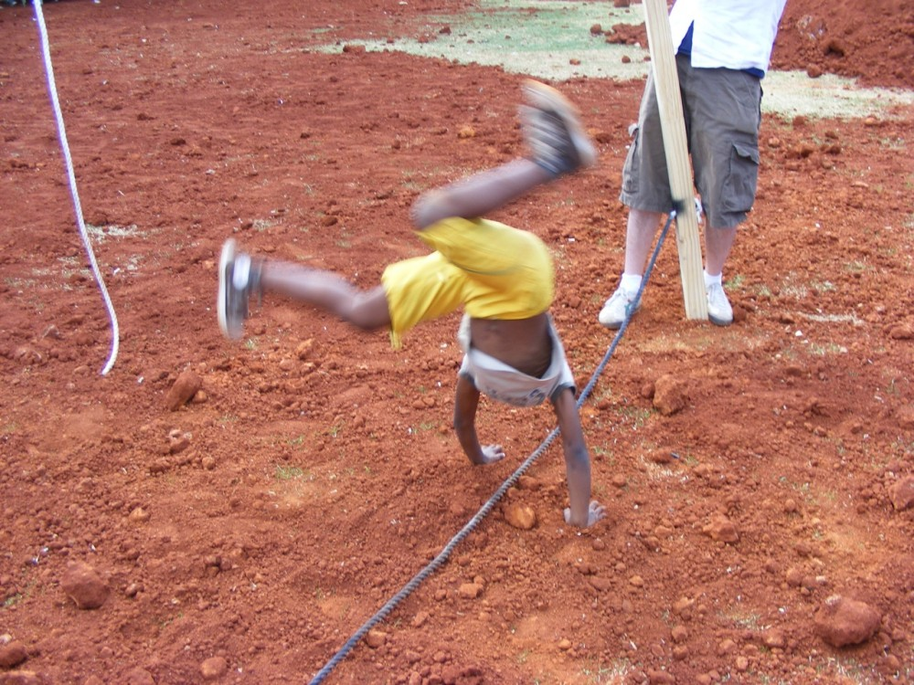 performance 2 (passage), cartwheeling
